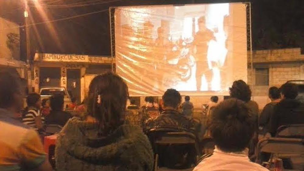 Collapse, performance view at Ciudad Peronia, Villa Nueva. Photo: Rafael González.